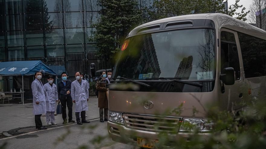 Los expertos de la OMS visitan otro hospital de Wuhan que trató los primeros casos de covid