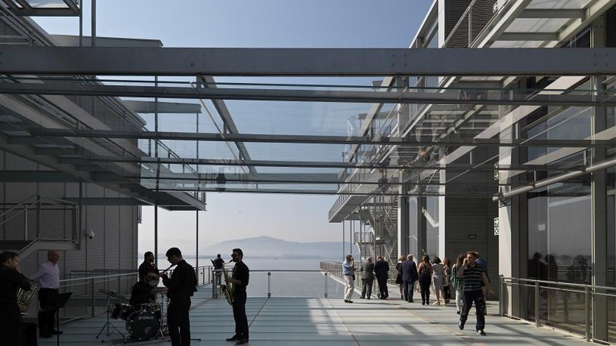 Los dos edificiones del Centro Botín están unidos por una pasarela. | Enrico Cano