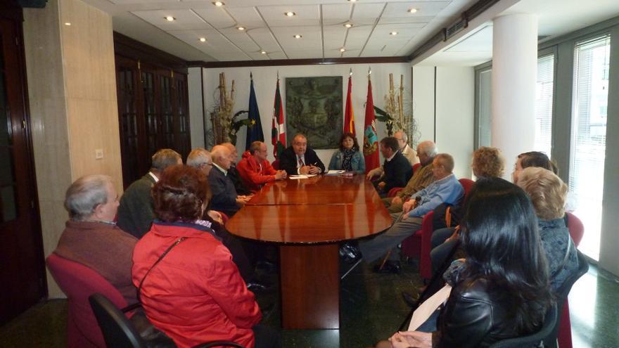 Barakaldo cede por cuatro años a las asociaciones de jubilados el uso de los siete centros sociales municipales