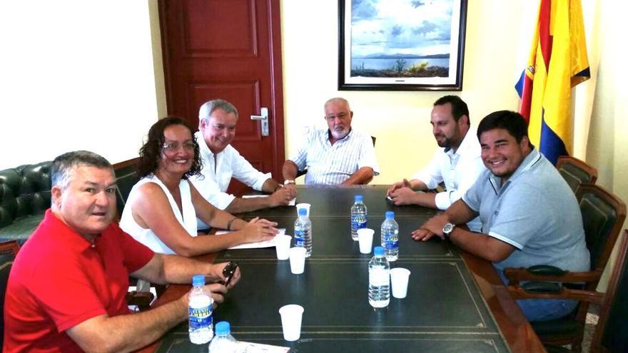 El gobierno municipal que preside Onalia Bueno (CIUCA) y el PSOE han celebrado la intención de Costas de desistir a la privatización de la playa de Mogán.