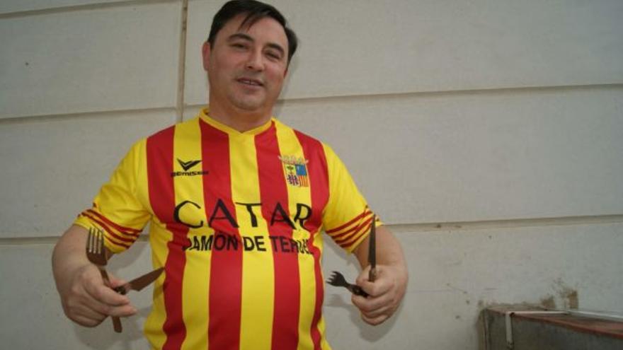 El empresario Juan Ciércoles, con la camiseta que llevaban sus empleadas en Alimentaria / Imagen cedida por Juan Ciércoles
