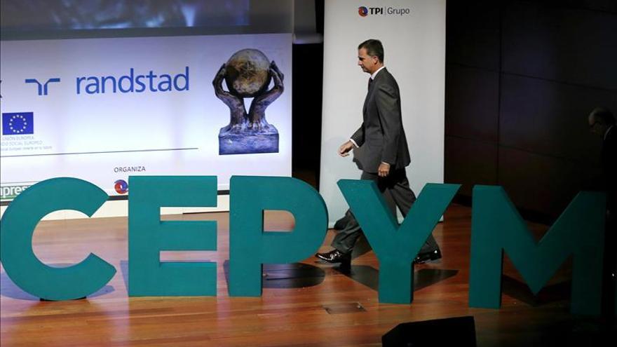 """El Rey ensalza a los empresarios a que ayudan a la """"vertebración y cohesión"""" de España"""