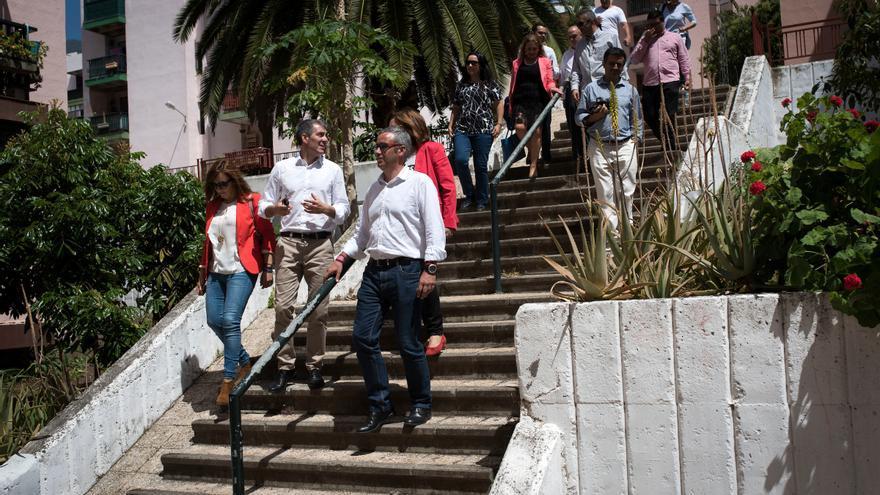 Fernando Clavijo visitó la urbanización Benahoare.