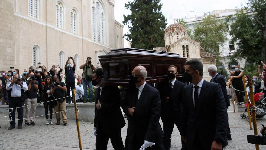 El mundo de la política se despide del más célebre compositor de Grecia