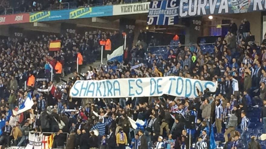 Pancarta desplegada por la afición del Espanyol en Cornellá. / @xaviriera