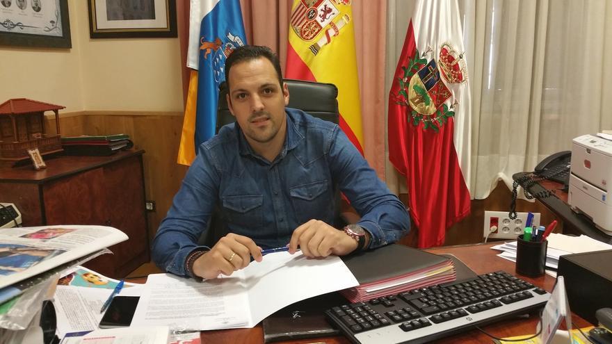 Jonathan Felipe es alcalde de Breña Alta.