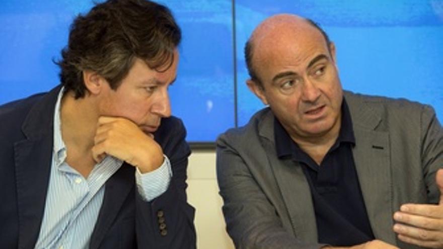Carlos Floriano, Luis de Guindos y Esteban González Pons en la sede del PP