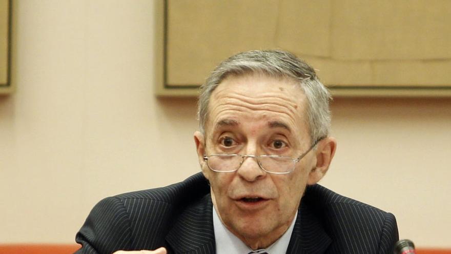 La CNMV insta a la banca a alinear sus intereses con los de los clientes en la venta de productos