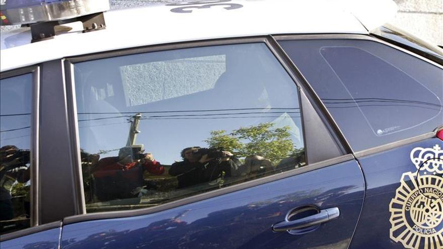 Dos detenidos por llevar 5 kilos de coca ocultos en el depósito de gasolina
