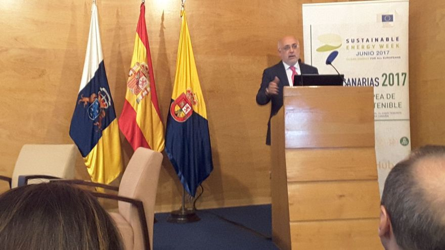 Antonio Morales en la inauguración de la Semana Europea de la Energía