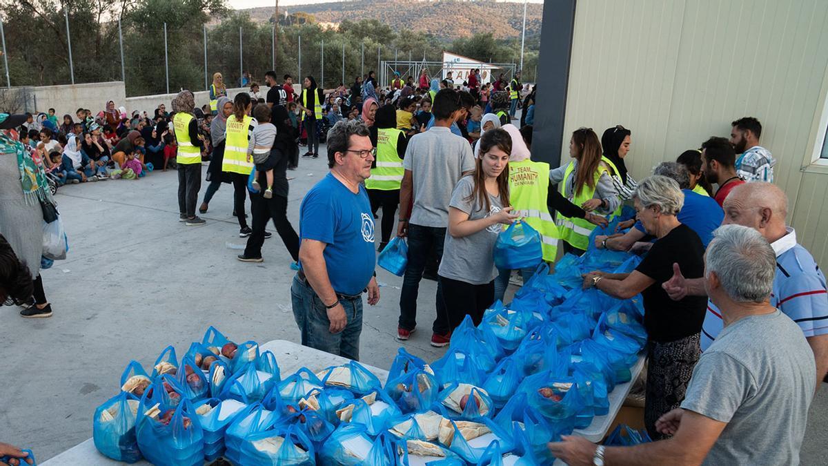 Zaporeak ya ha repartido 885.000 comidas en Lesbos