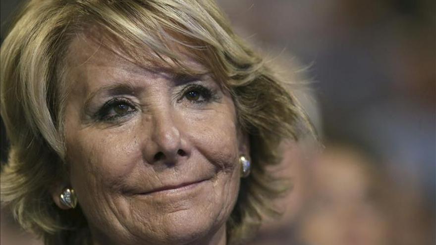 Aguirre no sabe si Rajoy acertará al no debatir y admite que ella se equivocó