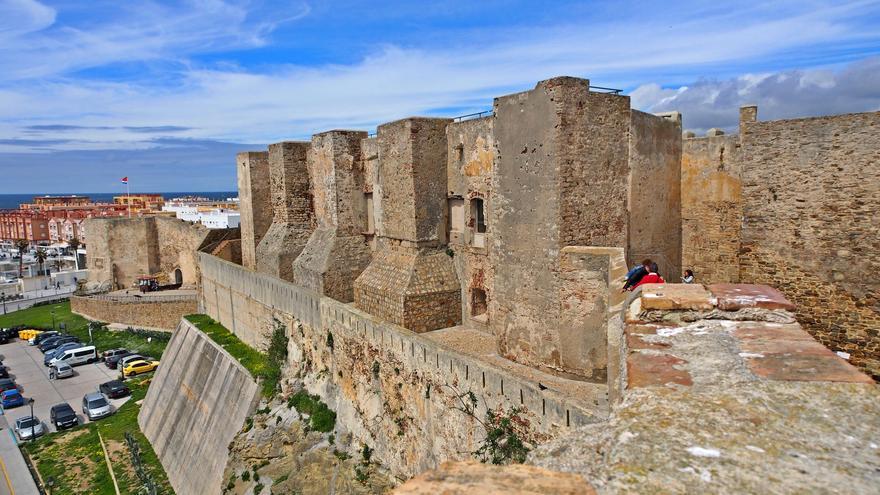 Muros del imponente Castillo de Guzmán El Bueno de Tarifa. Pepe Rodríguez Cordon (CC)