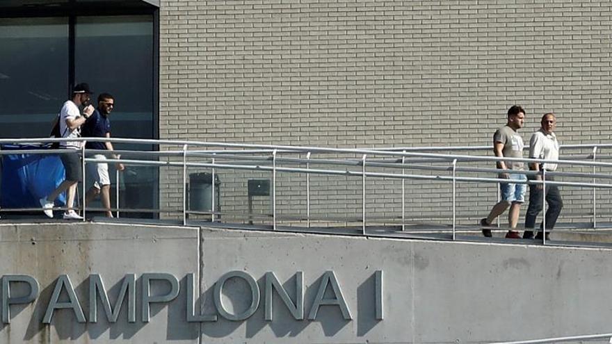 Tres miembros de la Manada abandonan la cárcel de Pamplona tras pagar fianza