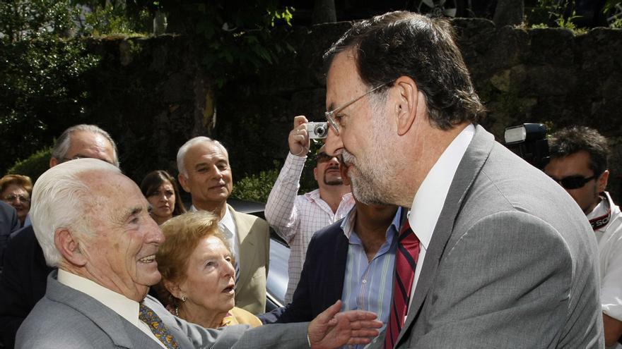 Rajoy felicita a Licinio Prieto, el edil más longevo recientemente fallecido.