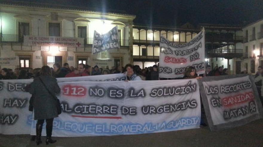 Protesta contra el cierre de las urgencias en Tembleque. Vía @corallarosa