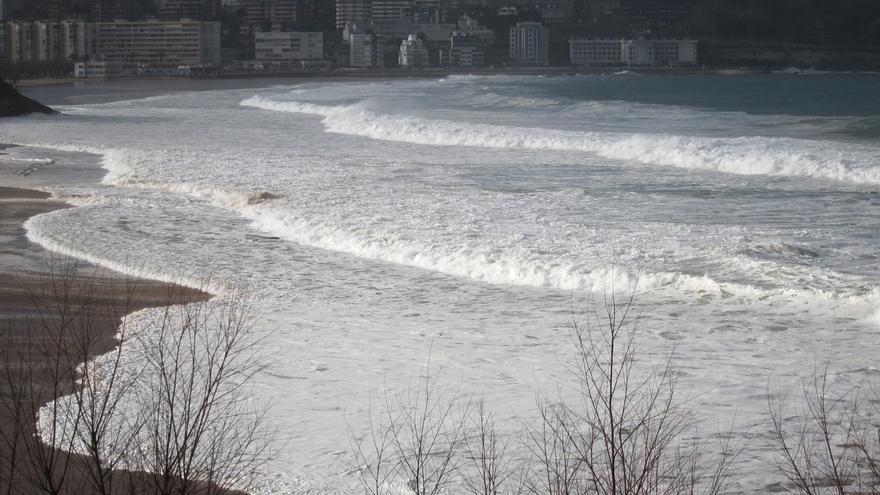 Cantabria estará en aviso naranja por oleaje hasta el martes