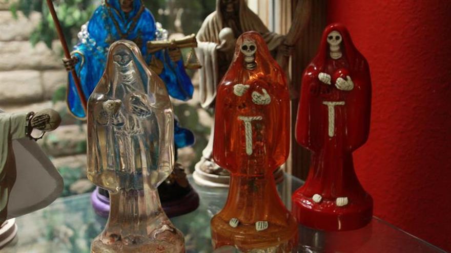 Devotos de la Santa Muerte de EE.UU. celebran su gran noche en Las Vegas