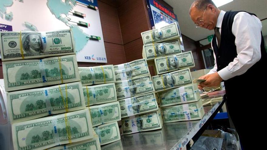 Dos bancos emiratíes aprueban su fusión por valor de 175.000 millones de dólares