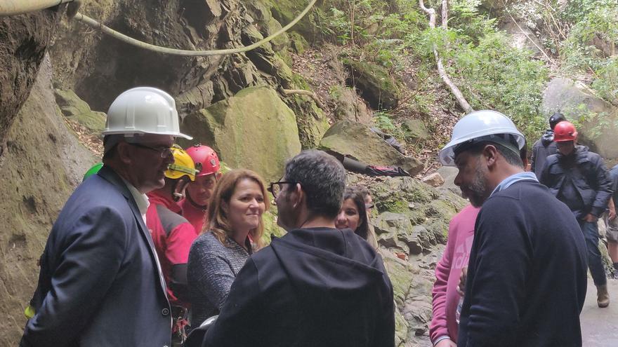 Imagen de archivo de la visita del presidente del Cabildo, Anselmo Pestana, al set de rodaje de The Witcher' en la zona de  Los Tilos (San Andrés y Sauces) .