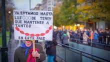 Imagen de una mujer durante la manifestación de pensionistas en San Sebastián