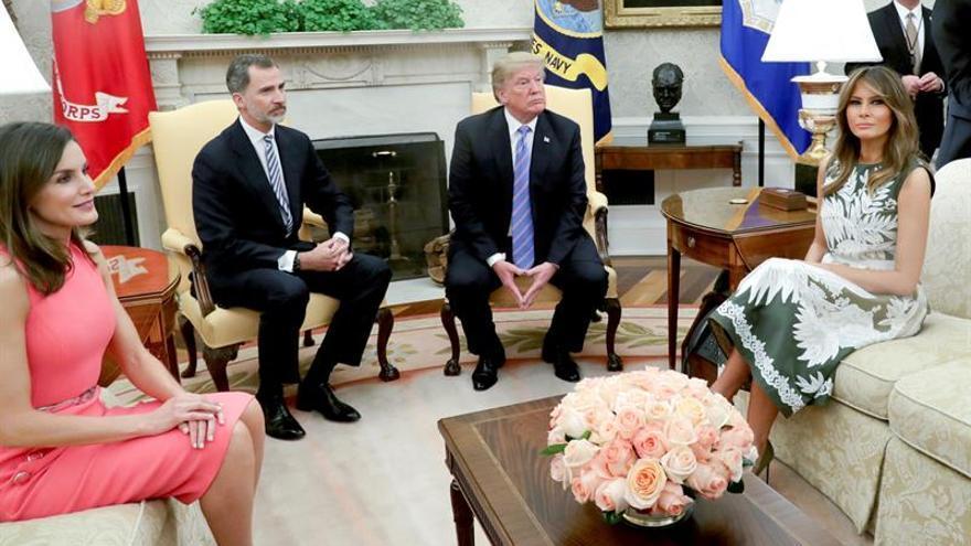 Trump dice que le gustaría ir a España al recibir al Rey en la Casa Blanca