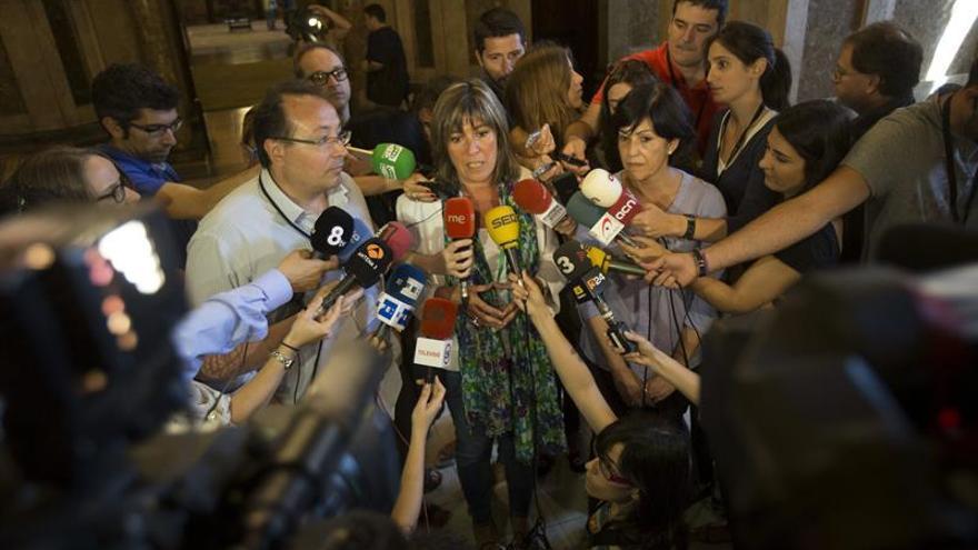"""La alcaldesa Hospitalet ve """"poco inteligente"""" la desobediencia ante recursos TC"""