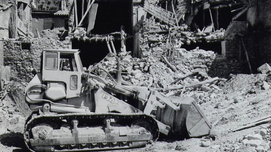 Imagen de la destrucción de la vieja Mequinenza, de la web Espais Literaris de Jesús Moncada