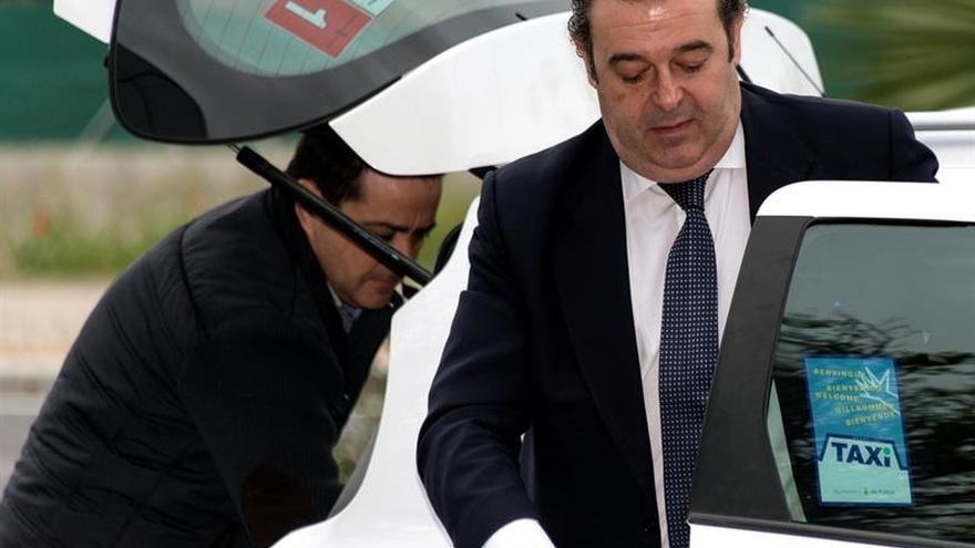 """El exconseller Gerardo Camps alquiló un """"coche de gama alta y chófer"""" por cuatro días"""