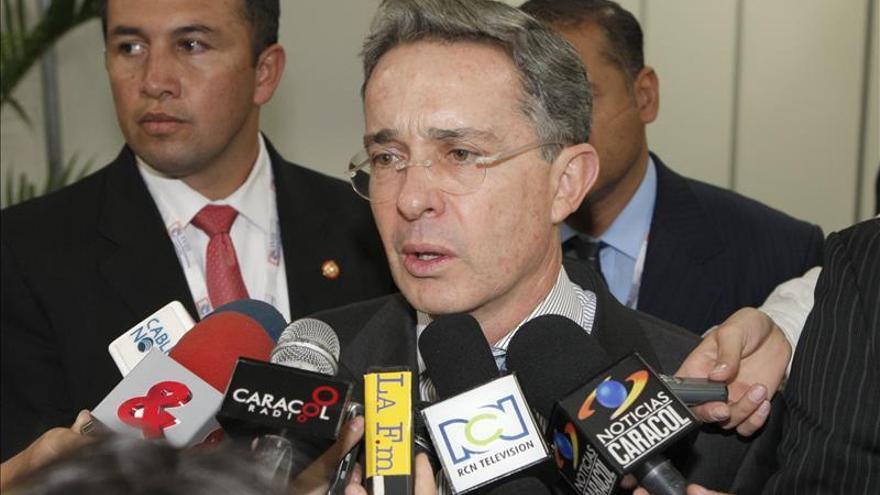 """La reincidencia de los paramilitares en Colombia es un """"asunto delicado"""", dice Álvaro Uribe"""