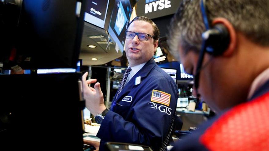 Wall Street sigue con ganancias y el Dow Jones sube un 0,48 % a media sesión