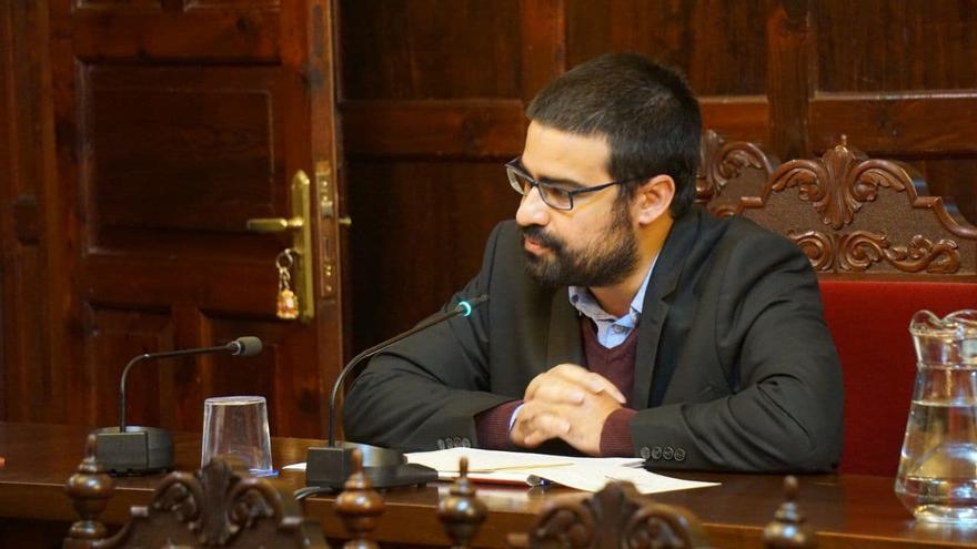 El PP rechaza el servicio municipal para la retirada de vehículos en Los Llanos propuesto por IUC