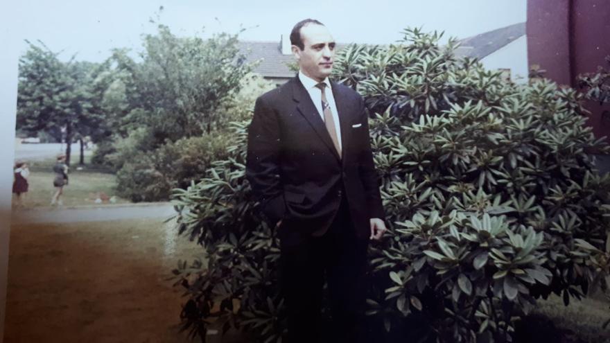 Una foto antigua de Atanasio, cuando la familia vivía en Alemania. / Foto cedida