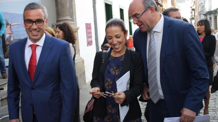 Patricia Hernández este miércoles en la Calle Real de la capital.