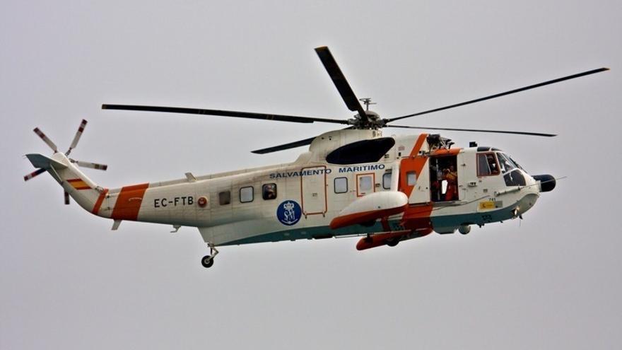 Rescatan a cuatro inmigrantes, uno de ellos muerto, y buscan a cuatro más en aguas de Almería