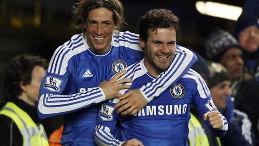 Fernando Torres y Juan Mata en una imagen de archivo (EUROPA PRESS).