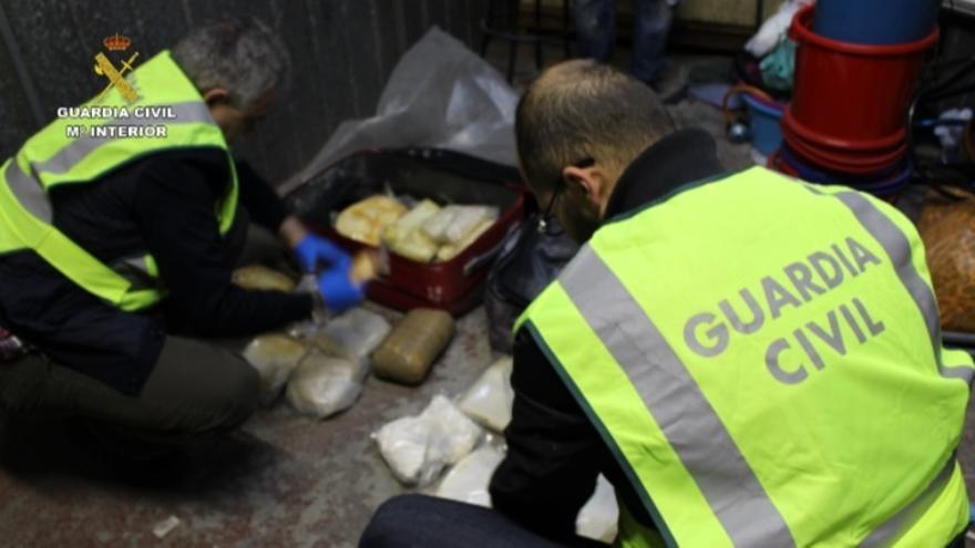 Desmantelado en Bizkaia un laboratorio de adulteración y distribución de metanfetamina y detenidas cuatro personas