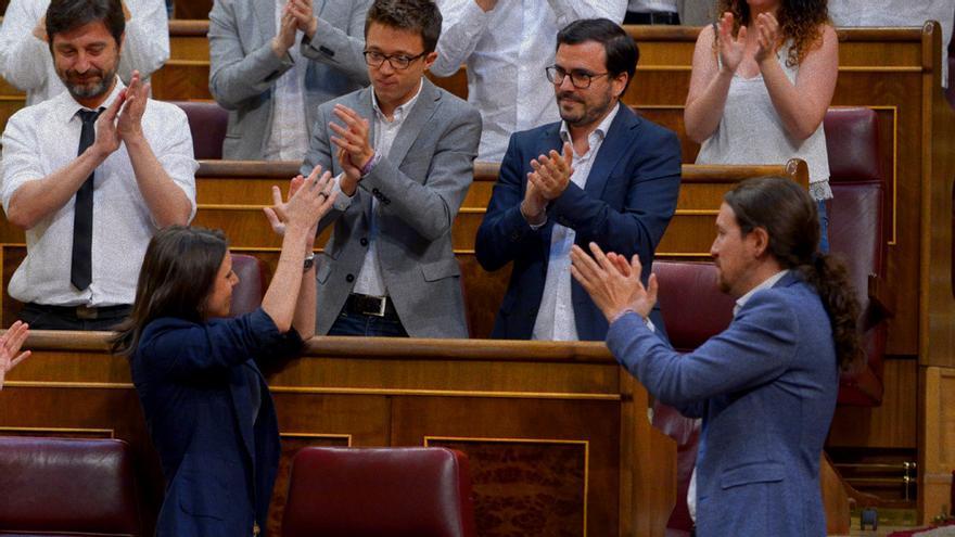 La bancada de Unidos Podemos en el Congreso durante la moción a Rajoy (GTRES)