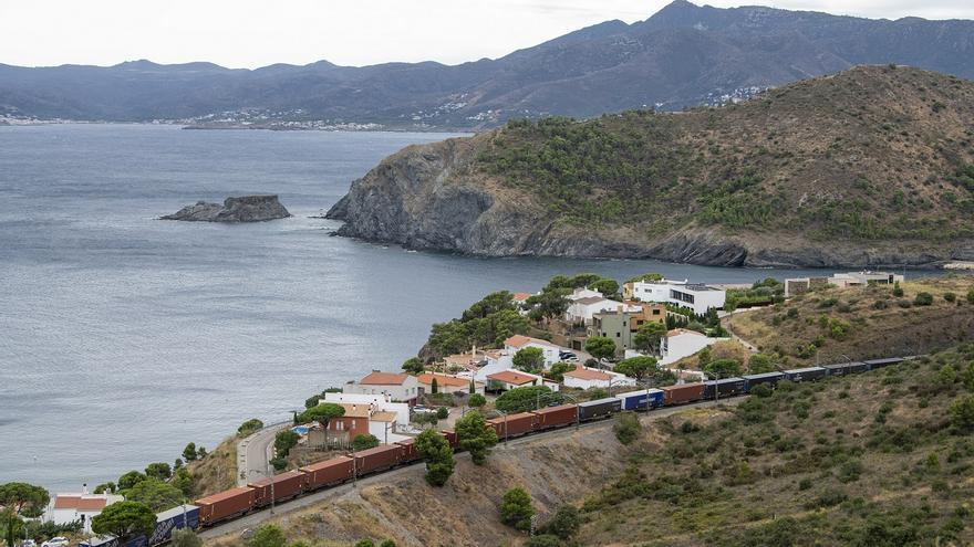 Ferrocarril que hace la ruta entre Valencia y el centro de Europa por el corrador mediterráneo.