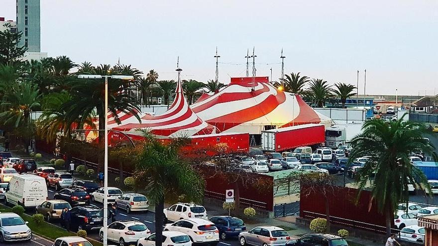 El Circo Rody Aragón ha montajo ya su carpa en el recinto portuario de la capital.