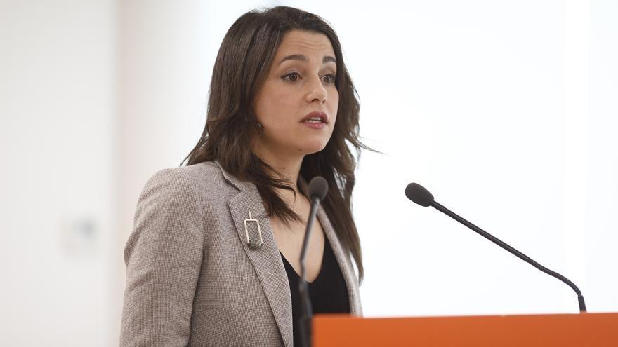 """Arrimadas (Cs) acusa al Gobierno catalán de cambiar las reglas de juego porque """"sabe"""" que perderá"""