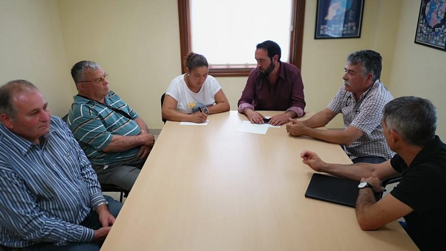 Reunión de los representantes de Aspa con el alcalde de Tijarafe, Marcos Lorenzo.