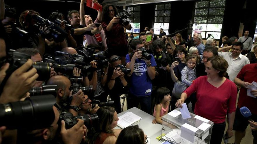 Colau gana en Barcelona por un concejal a Trias (CiU) con el 88 %