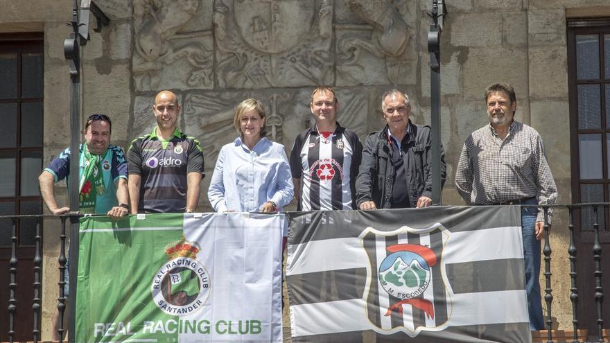 El Ayuntamiento de Camargo luce las banderas de Escobedo y Racing en apoyo a ambos clubes en su lucha por el ascenso