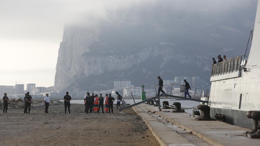 Llegada del buque 'Audaz' al Muelle de Crinavis con los 15 migrantes que viajaban en el 'Open Arms' a bordo.