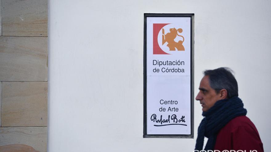 Un detalle de la fachada del Centro de Arte Rafael Botí.   TONI BLANCO
