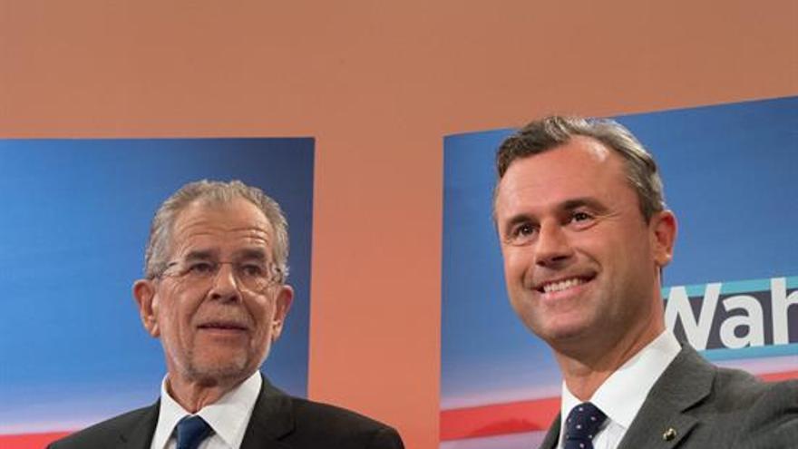 El ultranacionalista Norbert Hofer (derecha) junto el ecologista Alexander Van der Bellen (izquierda)
