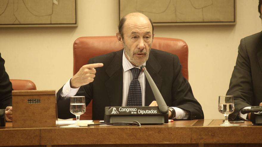 """Rubalcaba insta a Santamaría, """"reina de la transparencia"""", a aclarar por qué el PP borró un disco duro virgen"""