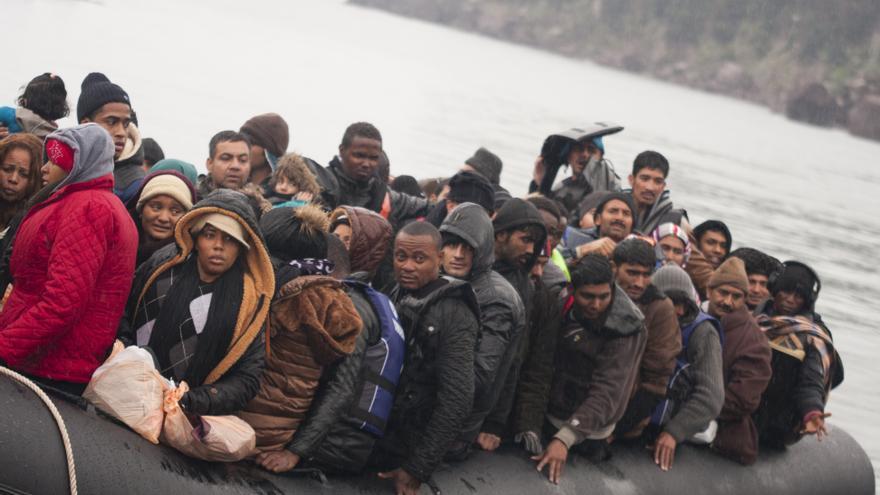 Llegada de una embarcación con refugiados y migrantes a Lesbos, Grecia.   Foto: Refugee Care.