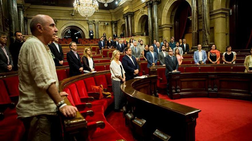 El Parlament guarda un minuto de silencio por Blanco y las víctimas del terrorismo